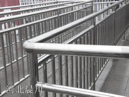 钢架构栏杆
